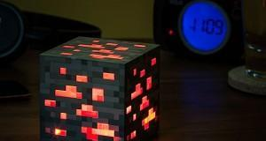 eea7_minecraft_redstone_ore_night_light_inuse