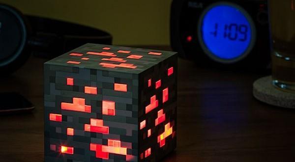 eea7_minecraft_redstone_ore_night_light_inuse